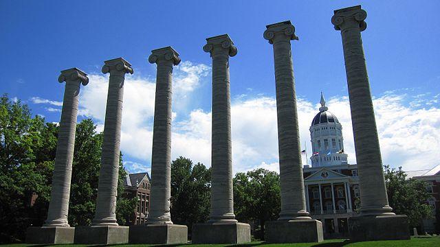 Jesse_Hall_and_the_Columns,_University_of_Missouri_-_panoramio